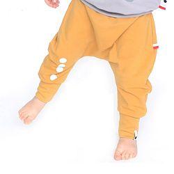 Lamama Detské bavlnené nohavice s reflexným potlačou - horčicovej, 110 cm